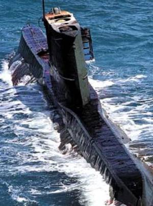 A North Korean 300-ton Shark-class submarine which infiltrated into waters off Gangneung, Gangwon Province in September 1996